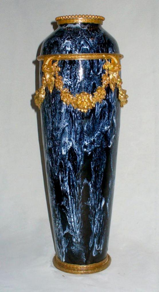 Ваза яйцевидной формы из синего фарфора, XIX в.