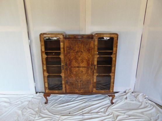 Секретер-витрина из капы ореха. Англия, XIX в.