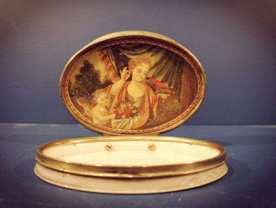 Овальная табакерка с миниатюрой, Франция, XVII в.