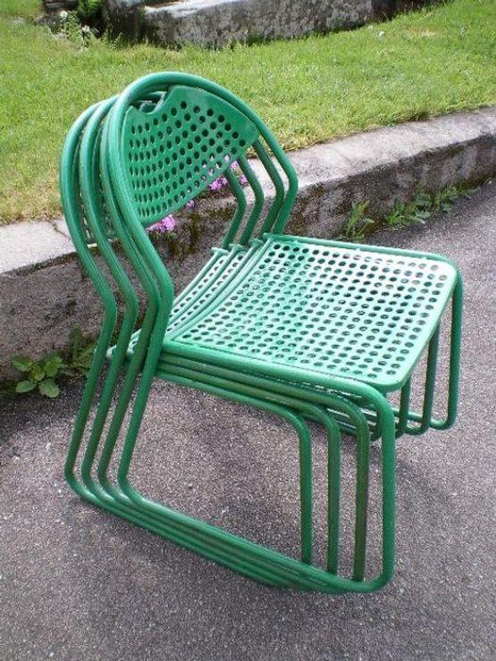 Четыре садовых металлических стула