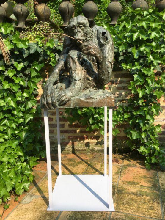 Скульптура обезьяны