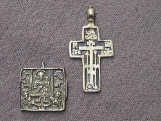 Бронзовые крест и ладанка. Россия, начало XIX в.