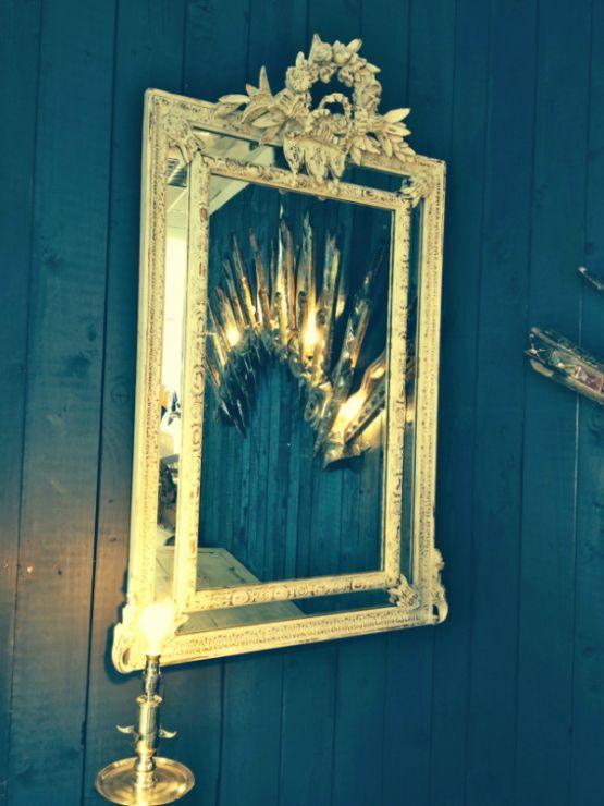 Зеркало в резной раме с золотом