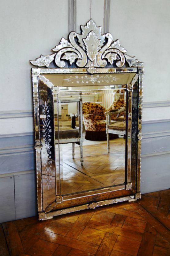 Венецианское зеркало в серебряной рама