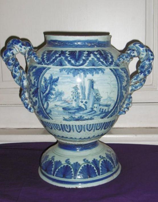Фаянсовая ваза. Невер, XVII в.
