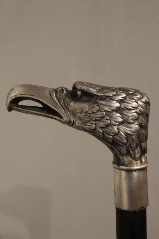 Трость для ходьбы в виде орла