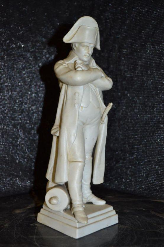 Фарфоровая статуэтка Наполеона Бонапарта, XIX в.