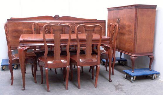 Гарнитур для столовой в стиле королевы Анны