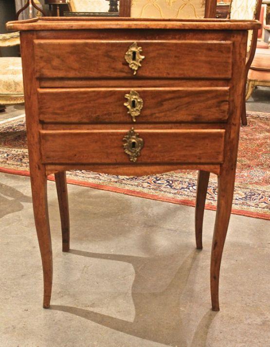 Столик из ореха в стиле Людовика XV, XVIII век