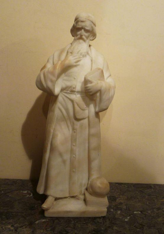 Алебастровая статуя священника, XIX в.