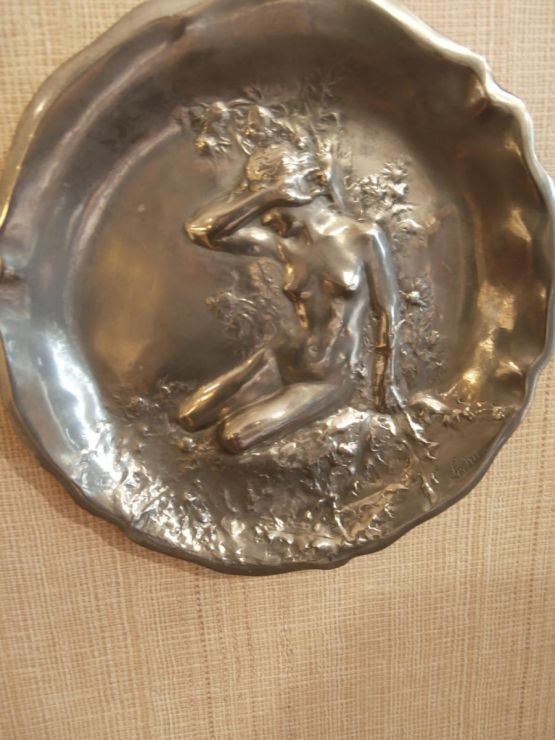 Медальон из олова. Ledru, конец XIX в.