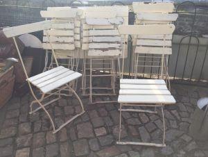 Десять садовых стульев