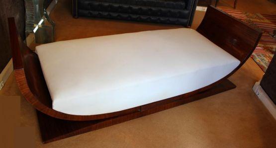Кровать в стиле Ар-Деко из шпона палисандра, ХХ в.