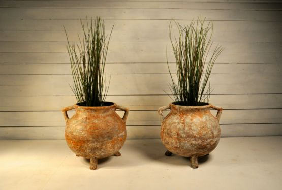 Две садовые вазы