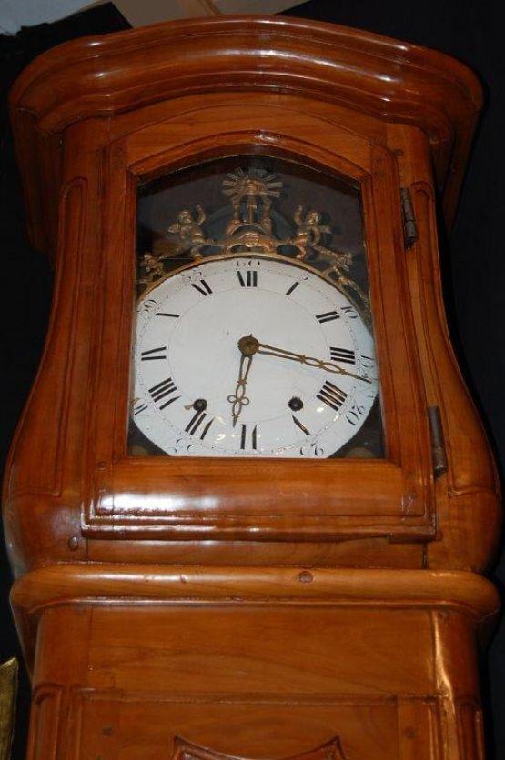 Напольные часы из древесины вишни, XVIII в.