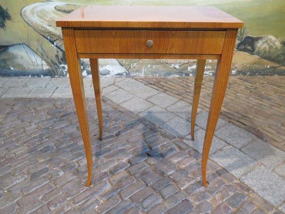 Приставной столик в стиле бидермейер, 1860 г.