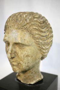 Голова женщины из алебастра, XIX в.