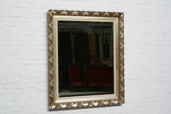 Зеркало в посеребренной раме с золотом