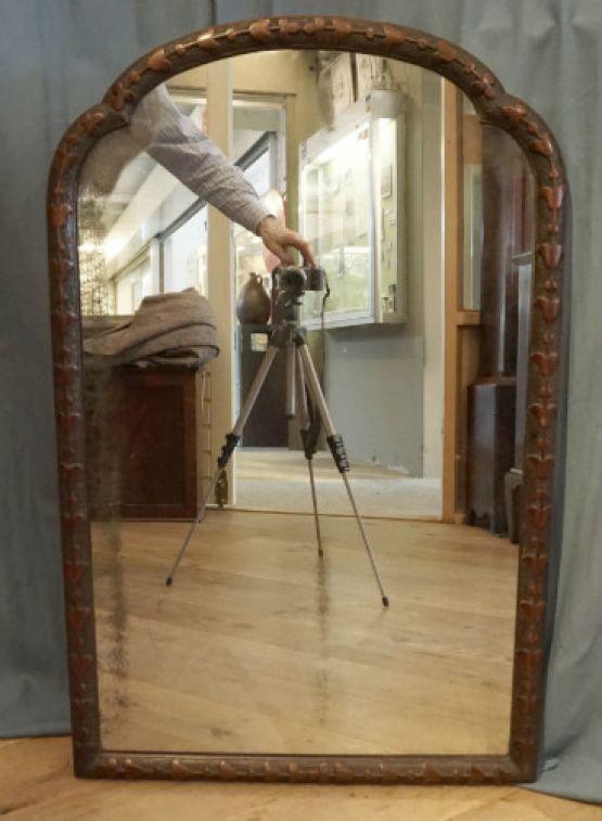 Зеркало в раме из ореха