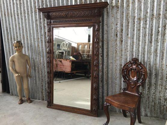 Старинное зеркало в раме из дуба