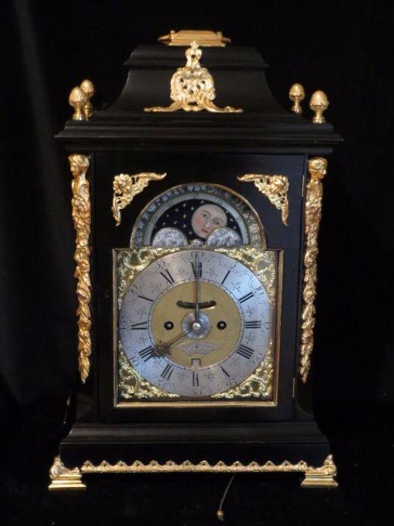 Часы на подставке Stephan Rimbault