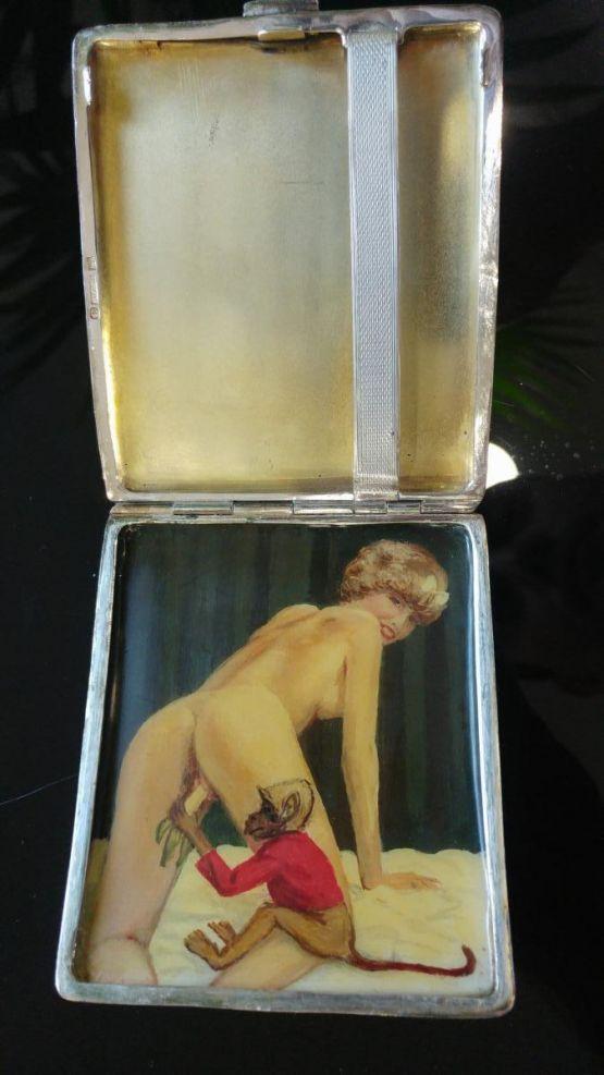 Табакерка с эротическим рисунком, н. XX в.