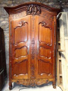 Платяной шкаф из ореха, XVIII в.
