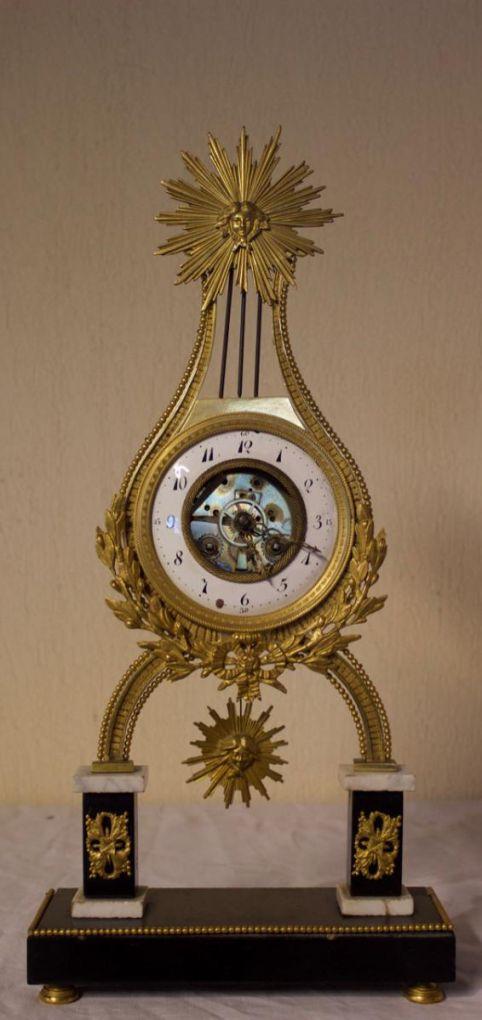 Часы 'Лира' из  мрамора и бронзы, XVIII в.
