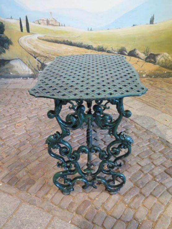 Садовый стол из чугуна