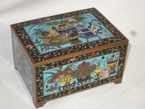 Шкатулка из перегородчатой эмали. Китай, XIX в.