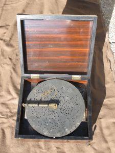 Полифон в корпусе из амаранта, XIX в.