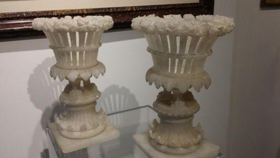 Две алебастровые вазы. Италия, XIX в.