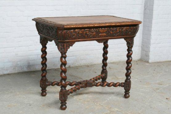 Приставной столик с витыми ножками