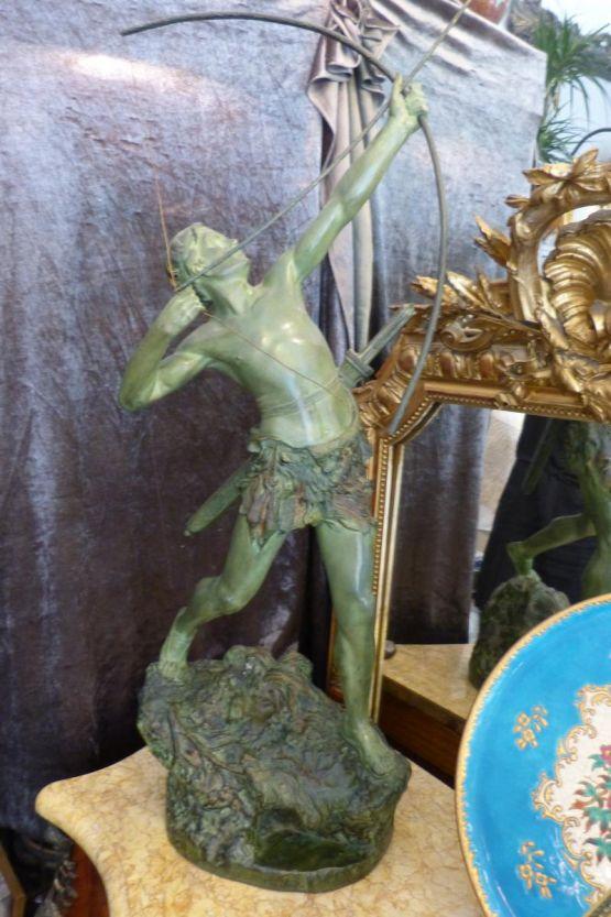 Статуя 'Лучник' из бронзы. Emile Gregory, ХХ в.