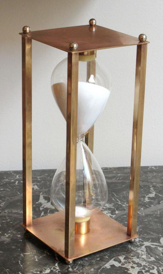 Песочные часы из латуни и стекла, середина XX в.