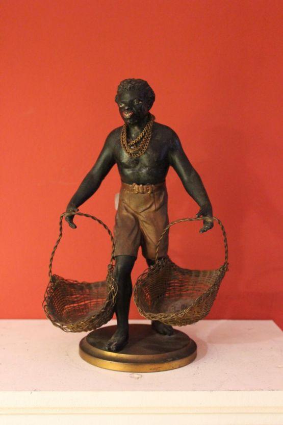 Статуэтка нубийца с корзинами, XIX в.