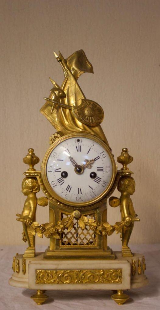 Часы из позолоченной бронзы эпохи Людовика XVI