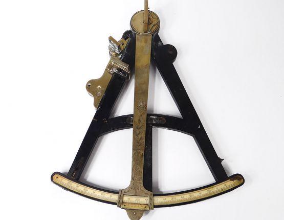 Латунный октант для морской навигации, XVIII в.