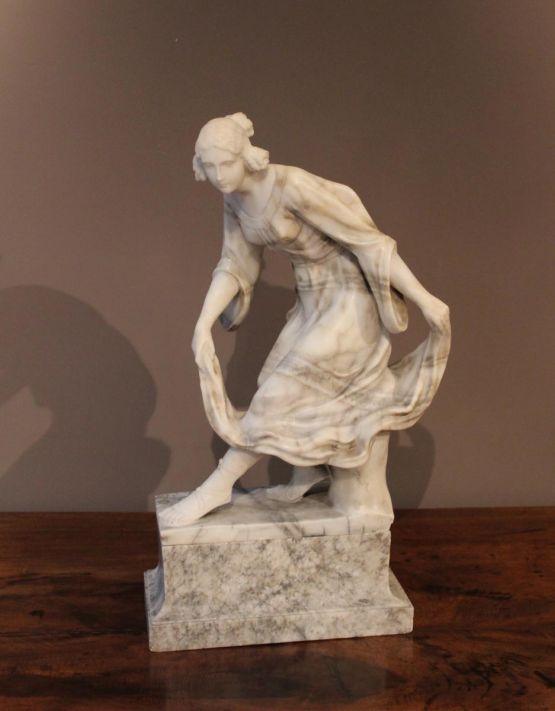 Алебастровая скульптура девушки. Calivicchi, ХХ в.