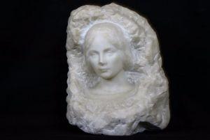 Скульптура лица молодой женщины, XX в.