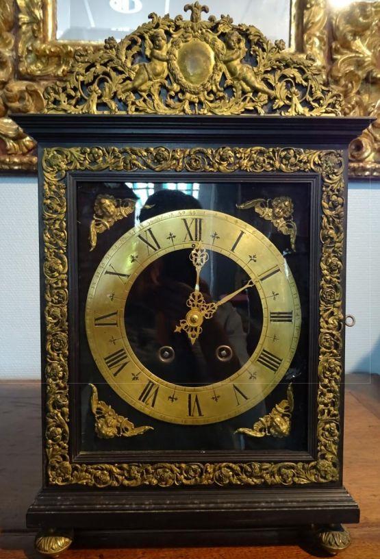 Часы из эбена, бронзы и латуни, XIX в.
