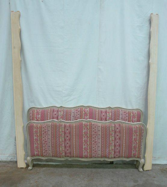 Покрытая патиной кровать в стиле Людовика XV