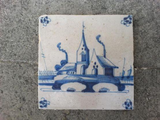 Керамический изразец 'Дома на набережной', XVIII в