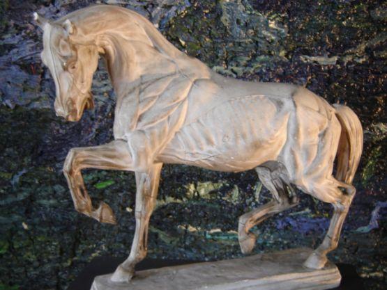 Скульптура лошади из гипса, начало ХХ в.