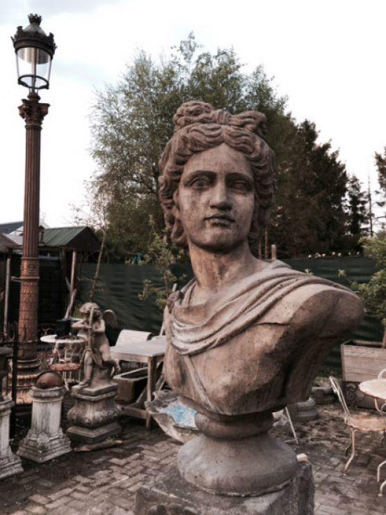 Декоративная статуя больших размеров