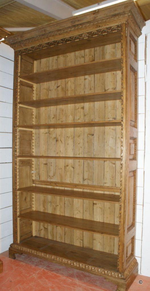 Высокий открытый книжный шкаф