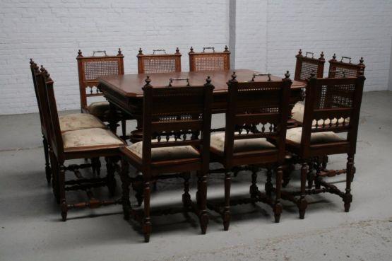 Обеденный стол и 10 стульев в стиле Ренессанс