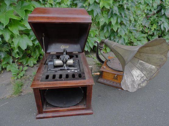 Два граммофона, XX в.
