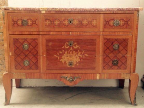 Комод, декорированный бронзой и маркетри