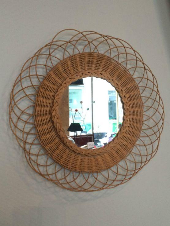 Винтажное зеркало в форме солнца